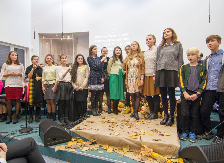 Inchinare adolescenti Biserica Vestea Buna Bucuresti